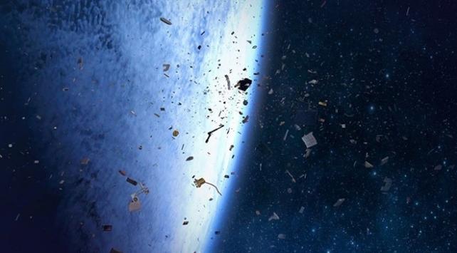 Milyonlarca uzay çöpü uydular için risk oluşturuyor