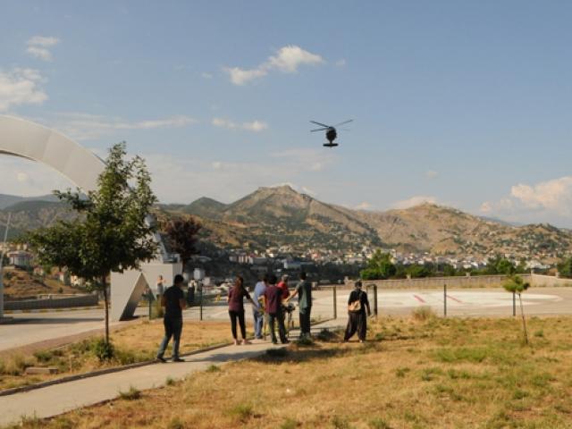 Tunceli'de ayağı kırılan vatandaş helikopter ile kurtarıldı