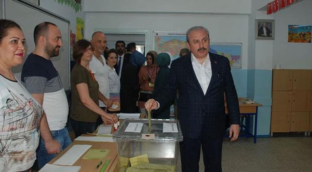 TBMM Başkanı Mustafa Şentop oyunu kullandı