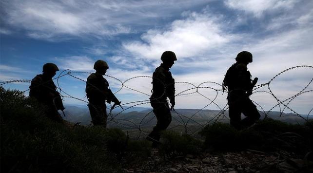 Suriye sınırında 4 YPG/PKKlı terörist yakalandı