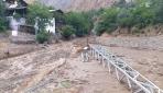 Artvinde yağış sonrası oluşan selin geliş anı görüntülendi