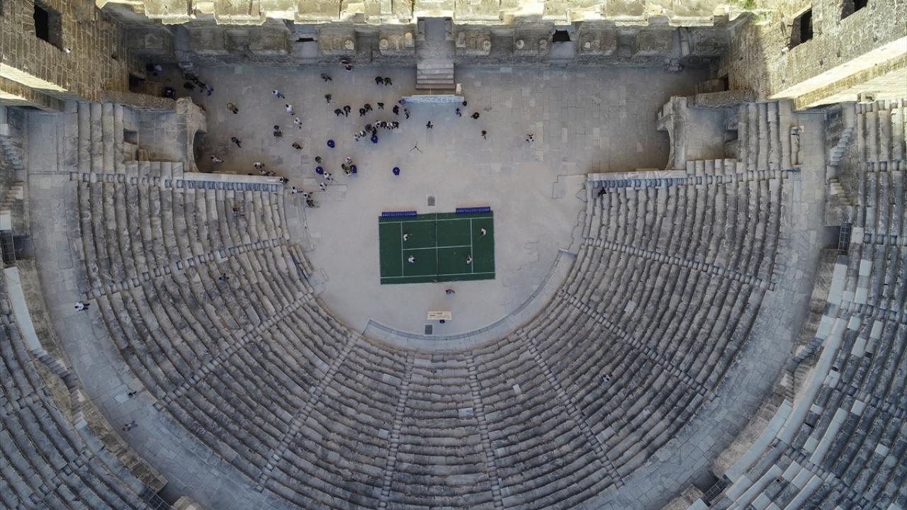 Antalya Open Tenis Turnuvasının açılışı Aspendos Antik Tiyatrosunda