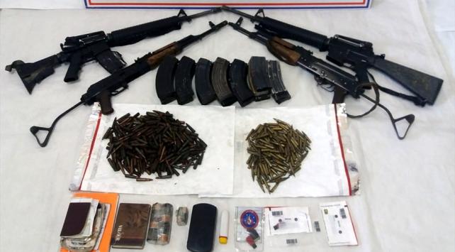 Tuncelide etkisiz hale getirilen teröristlere ait silahlar ele geçirildi