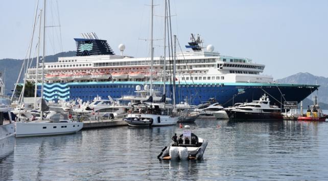 'Yüzen otel' Marmaris'e bin 540 yolcu getirdi