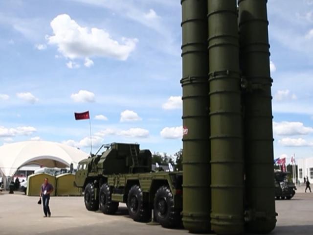 Moskovadaki askeri forumda S-400ler sergilendi