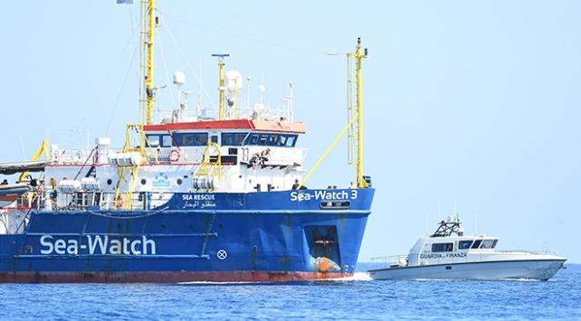 """Göçmen kurtarma gemisi """"Sea-Watch"""" yasağa meydan okuyarak İtalya sularına girdi"""
