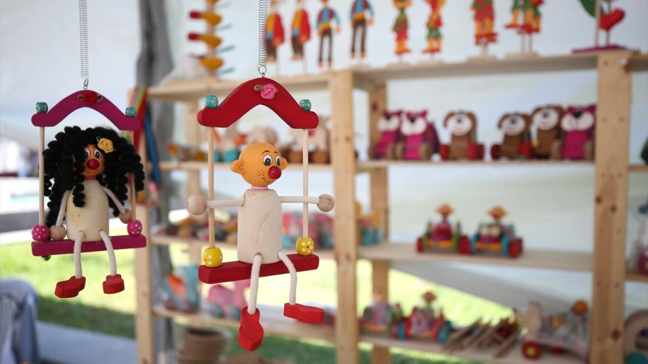 Geleneksel oyuncaklar Ali ustanın elinde hayat buluyor