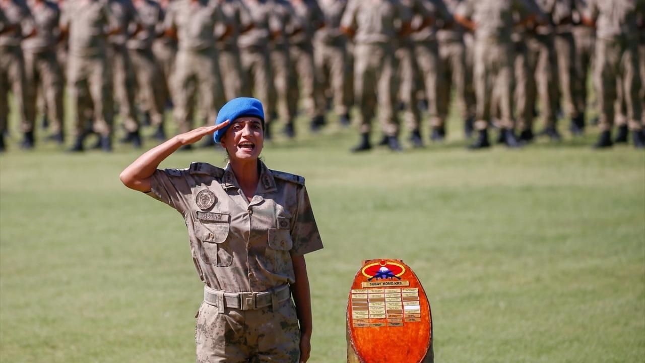 Kadın subay adayı komando kursunun birincisi oldu