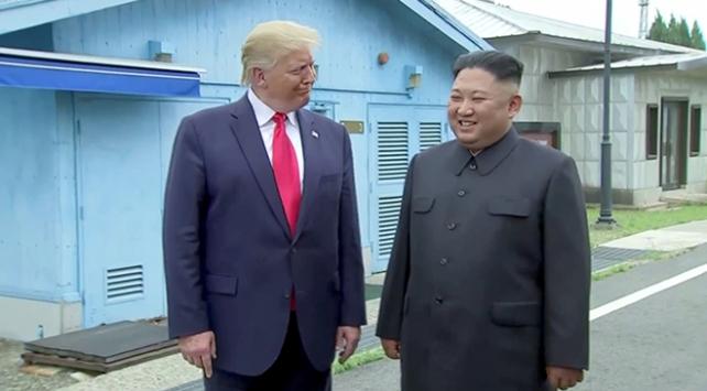 """Trump ile Kim """"silahsızlandırılmış bölge""""de buluştu"""