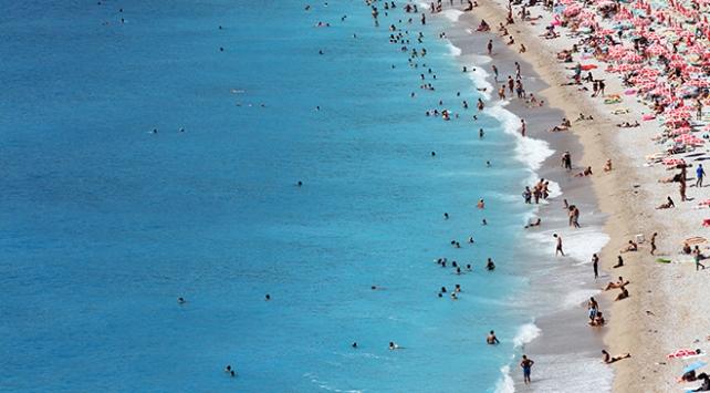 Antalyada termometre 35 dereceyi gösterdi, sahiller doldu