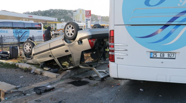 Yozgatta yolcu otobüsü ile otomobil çarpıştı