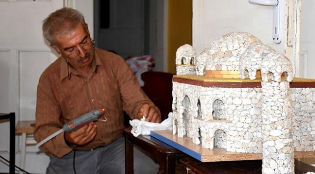 UNESCO listesindeki eserlerin minyatürünü 16 bin 500 taşla yaptı