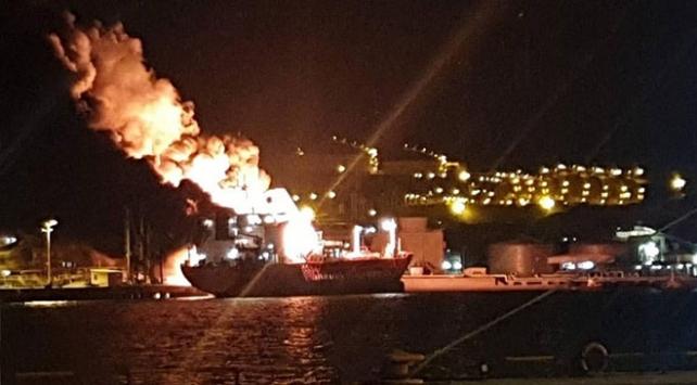 İzmirde gemide yangın