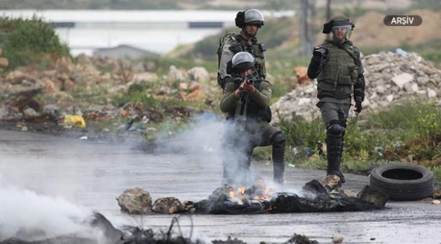 İsrail askerleri 2 Filistinli çocuğu yaraladı