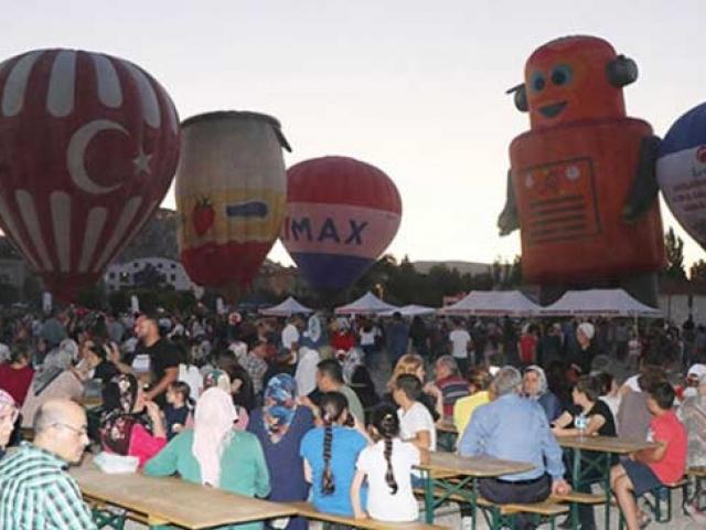Türkiyenin ilk balon festivali Ürgüpte başladı