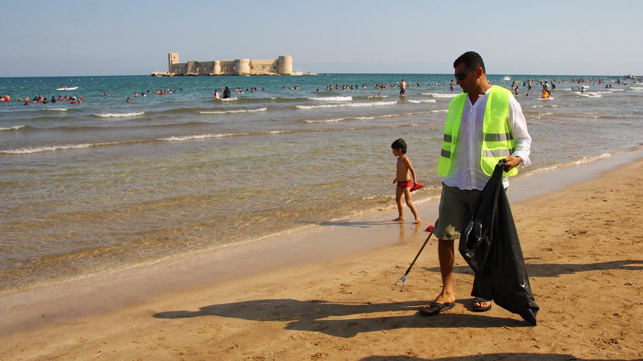 Kızkalesi sahilinde temizlik