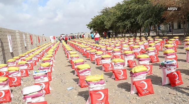 Türk Kızılaydan Yemendeki iç göçmenlere gıda yardımı