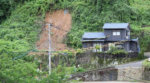 Japonyada şiddetli yağışlar sel ve toprak kaymalarına yol açtı: 2 ölü