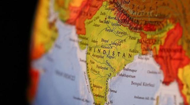 Hindistanda festival aracı elektrik tellerine çarptı: 3 ölü