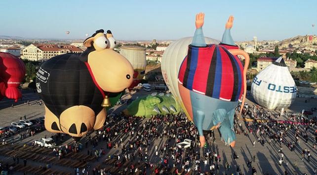Uluslararası Kapadokya Balon Festivalinden renkli görüntüler