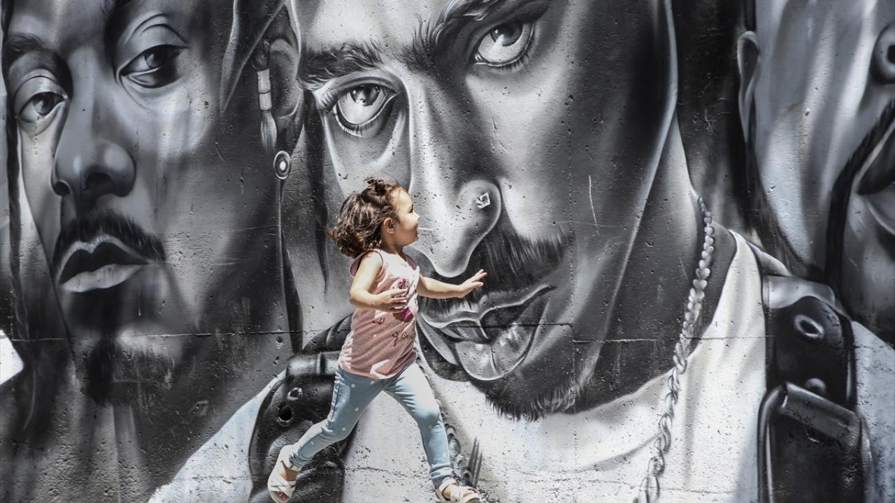 Esenyurtun duvarları ve öğrencilerin hayatları grafitiyle renkleniyor