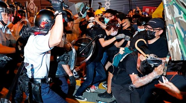 Hong Kong sokaklarında tansiyon düşmüyor