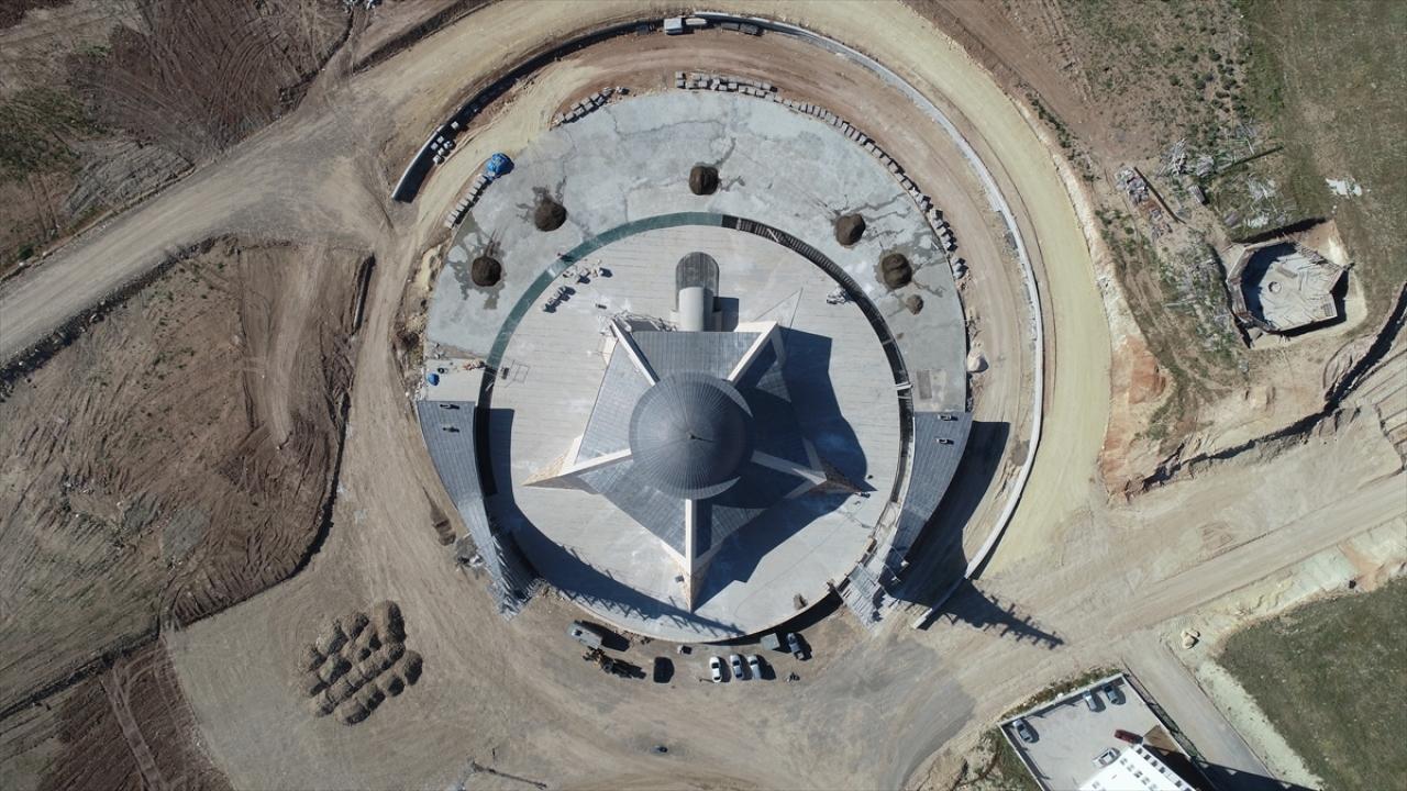 """""""Ay yıldız"""" mimarili cami ibadete açılmaya gün sayıyor"""