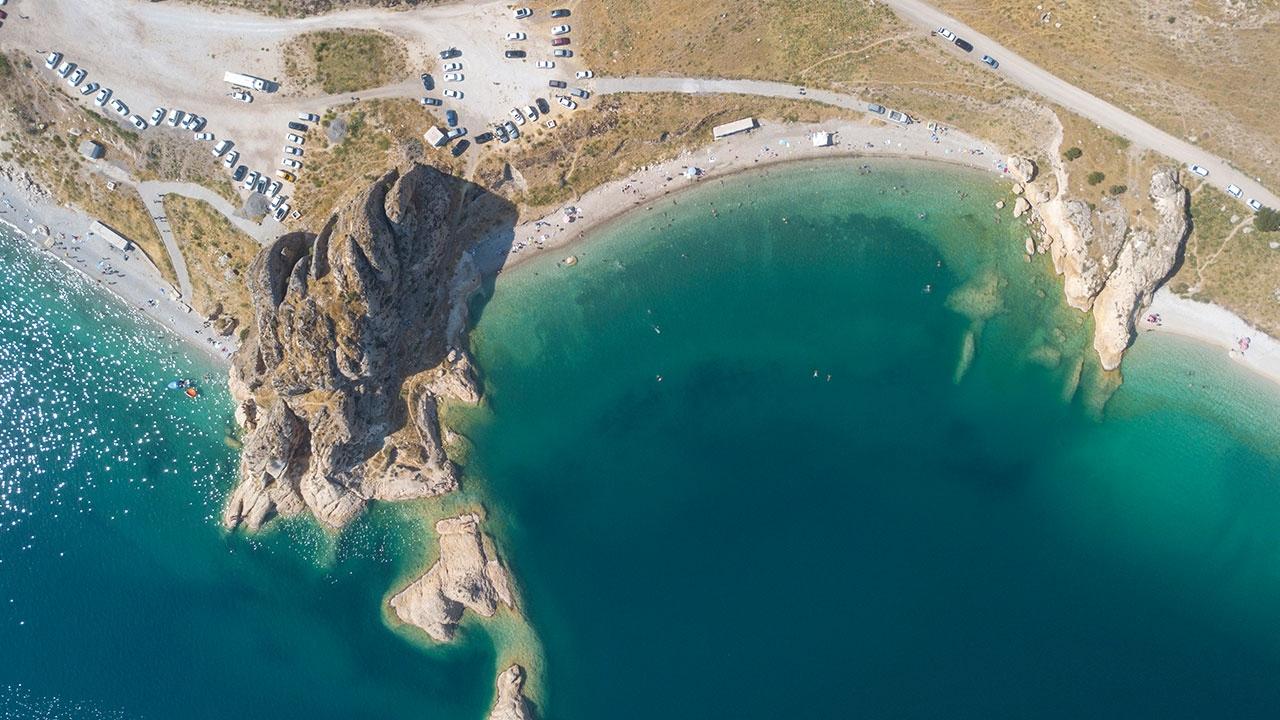 Van Gölü sahilleri Akdeniz ve Egeyi aratmıyor
