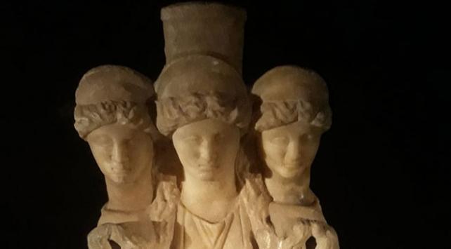 Denizlide Roma dönemine ait 3 başlı heykel ele geçirildi
