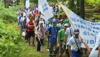 Srebrenitsa'da katledilen binlerce Boşnak sivil barış yürüyüşüyle anılıyor