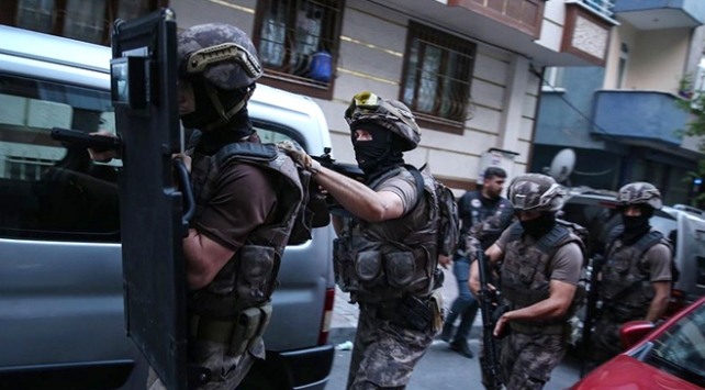 İstanbulda uyuşturcu tacirlerine şafak operasyonu