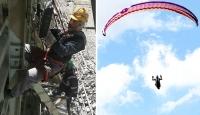 Hem kaynak ustalığı hem yamaç paraşütü eğitmenliği yapıyor