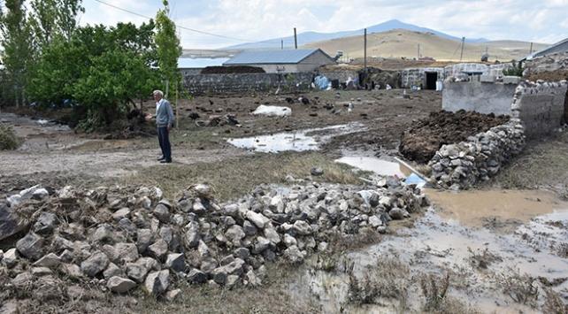 Karstaki selde 6 ev hasar gördü