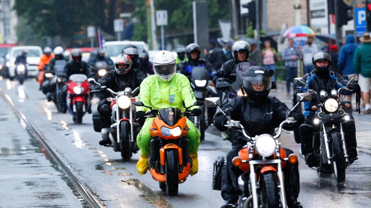 500 motosikletli Srebrenitsa yolunda