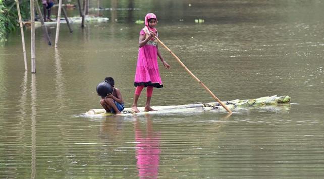 Hindistanda şiddetli yağışlar 85 bin kişiyi etkiledi