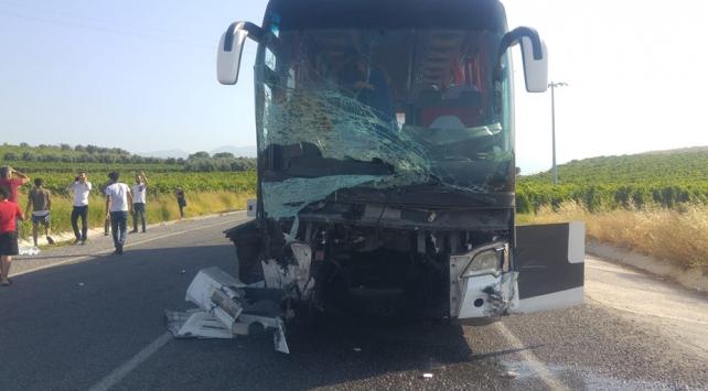 Manisada 3 araç çarpıştı: 6 ölü, 20 yaralı