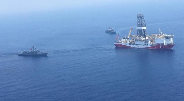 Deniz Kuvvetlerinden Yavuz ve Fatih sondaj gemilerine refakat