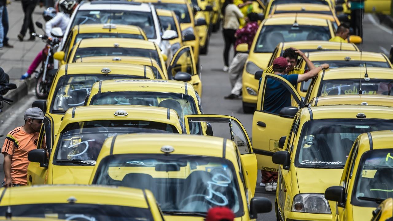 Kolombiyada taksicilerden Uber protestosu