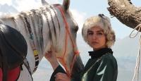 Cam silerken 6. kattan düştü, at sevgisiyle hayata tutundu