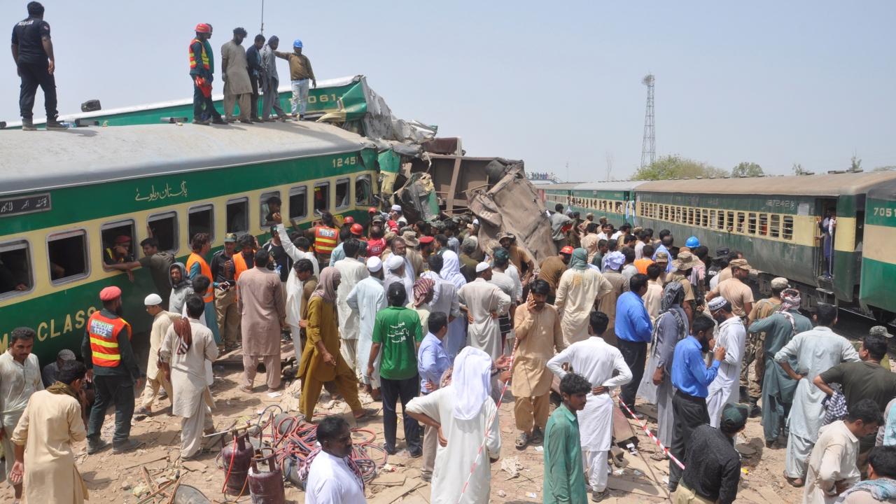 Pakistanda iki tren çarpıştı: 11 ölü