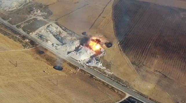İdlibde rejim uçakları Sivil Savunma merkezini vurdu