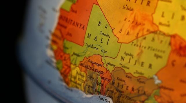 Malide yolcu otobüsü ve sivil kampa saldırı: 7 ölü