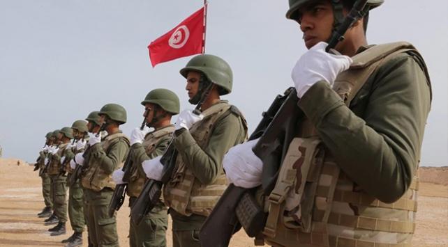 Tunusta emekli askerler parti kurdu