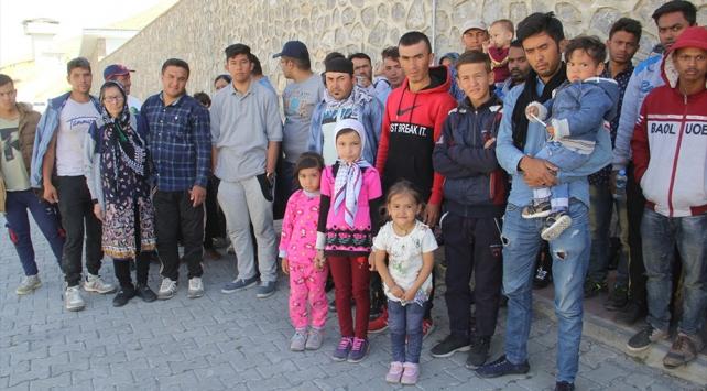 Başkalede 115 düzensiz göçmen yakalandı