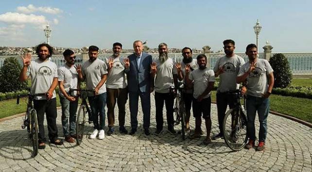 Cumhurbaşkanı Erdoğan, Medineye doğru pedal çeviren grubu kabul etti