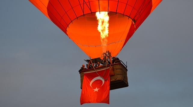 Frigyada ilk sıcak hava balonu havalandı