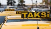 Müşteriler taksicilerden, taksiciler ise şartlardan şikayetçi