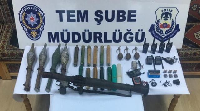 Teröristlerin saldırılarda kullanmak için sakladığı silahlar ele geçirildi
