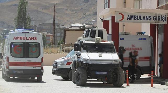 PKKlı teröristler yol yapan işçilere saldırdı: 1 şehit, 2 yaralı