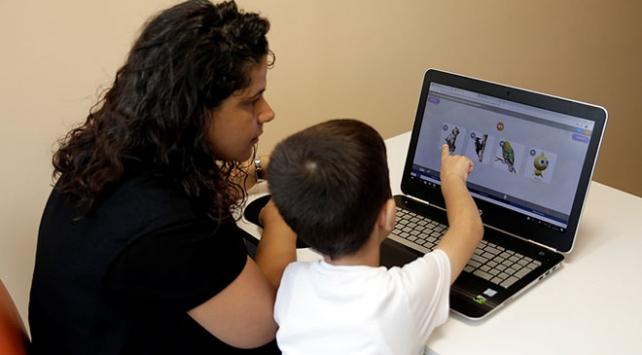 Özel çocuklara 5 dilde eğitim platformu